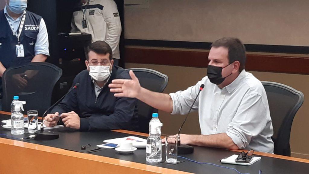 Imagem do prefeito e do secretário de saúde