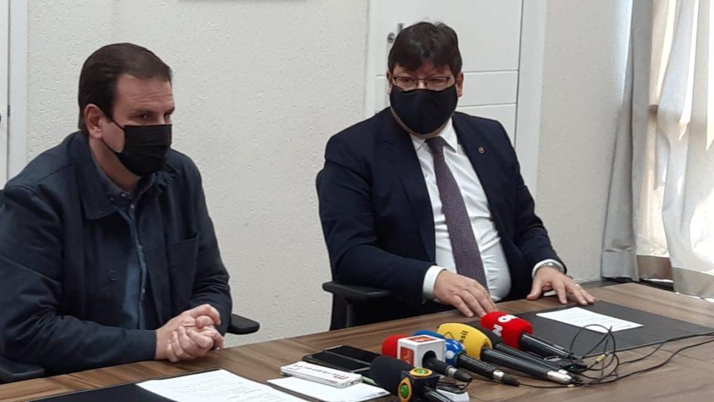 Imagem do prefeito Eduardo Paes e o Procurador-Geral Luciano Mattos em entrevista