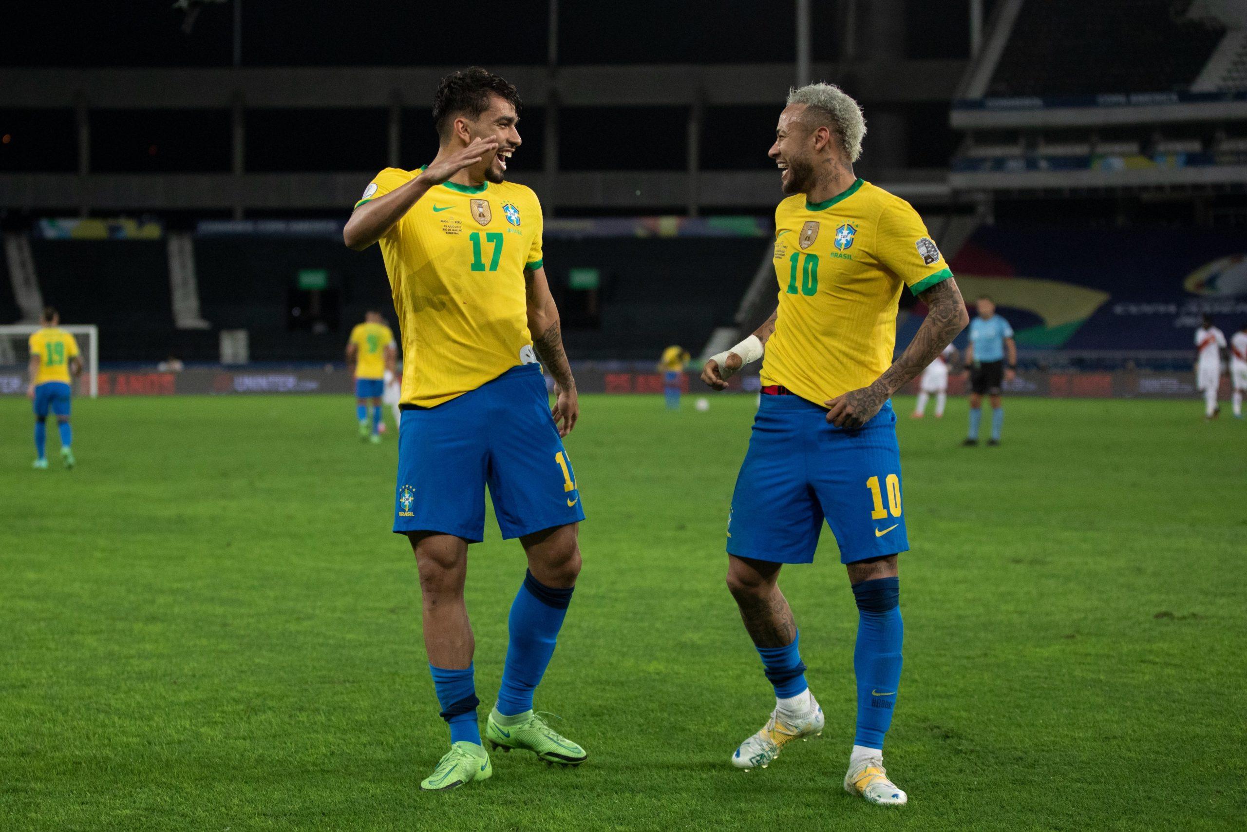 Lucas Paquetá e Neymar comemorado gol pela Seleção Brasileira