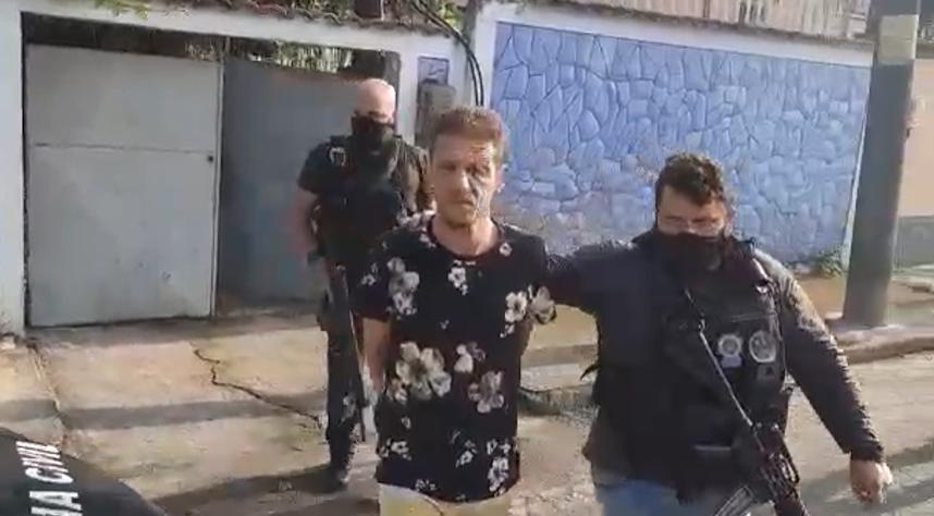 Miliciano é preso dentro de casa por agentes da Polícia Civil