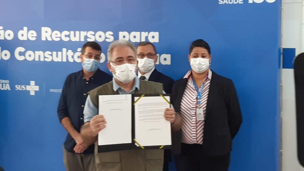 Imagem de Marcelo Queiroga na Clínica da Família do Catumbi, junto com Daniel Soranz