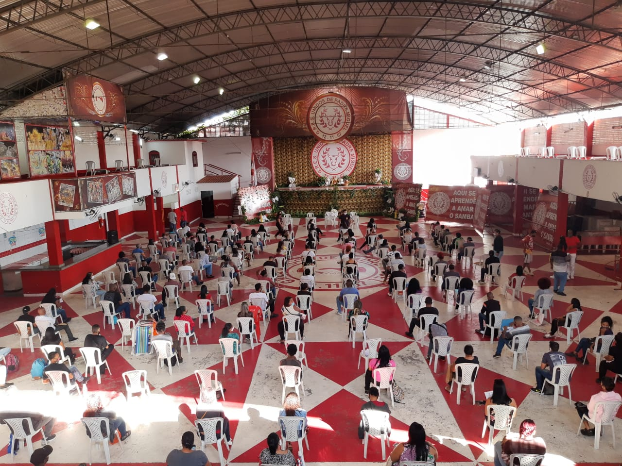 Unidos de Padre Migual promove ação para ajudar moradores da Vila Vintém a conseguirem emprego. Fotos: Ascom UPM
