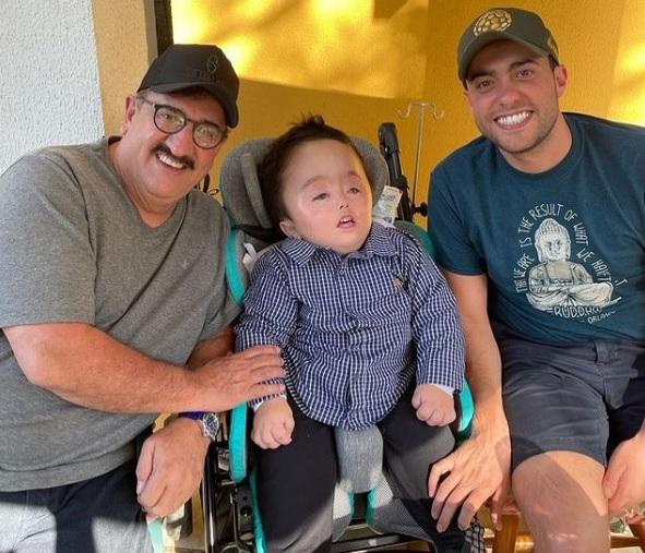 Ratinho com o neto Noah e o filho Gabriel Massa