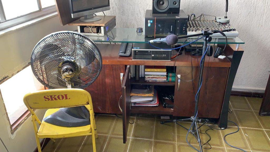 Imagens do equipamento da Rádio Pirata