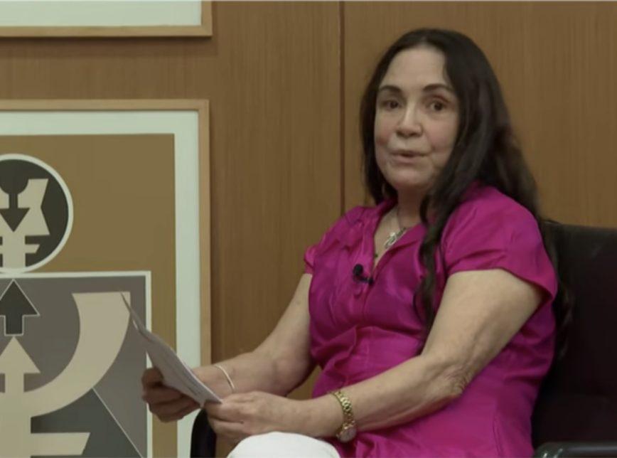 Regina Duarte durante entrevista para CNN Brasil
