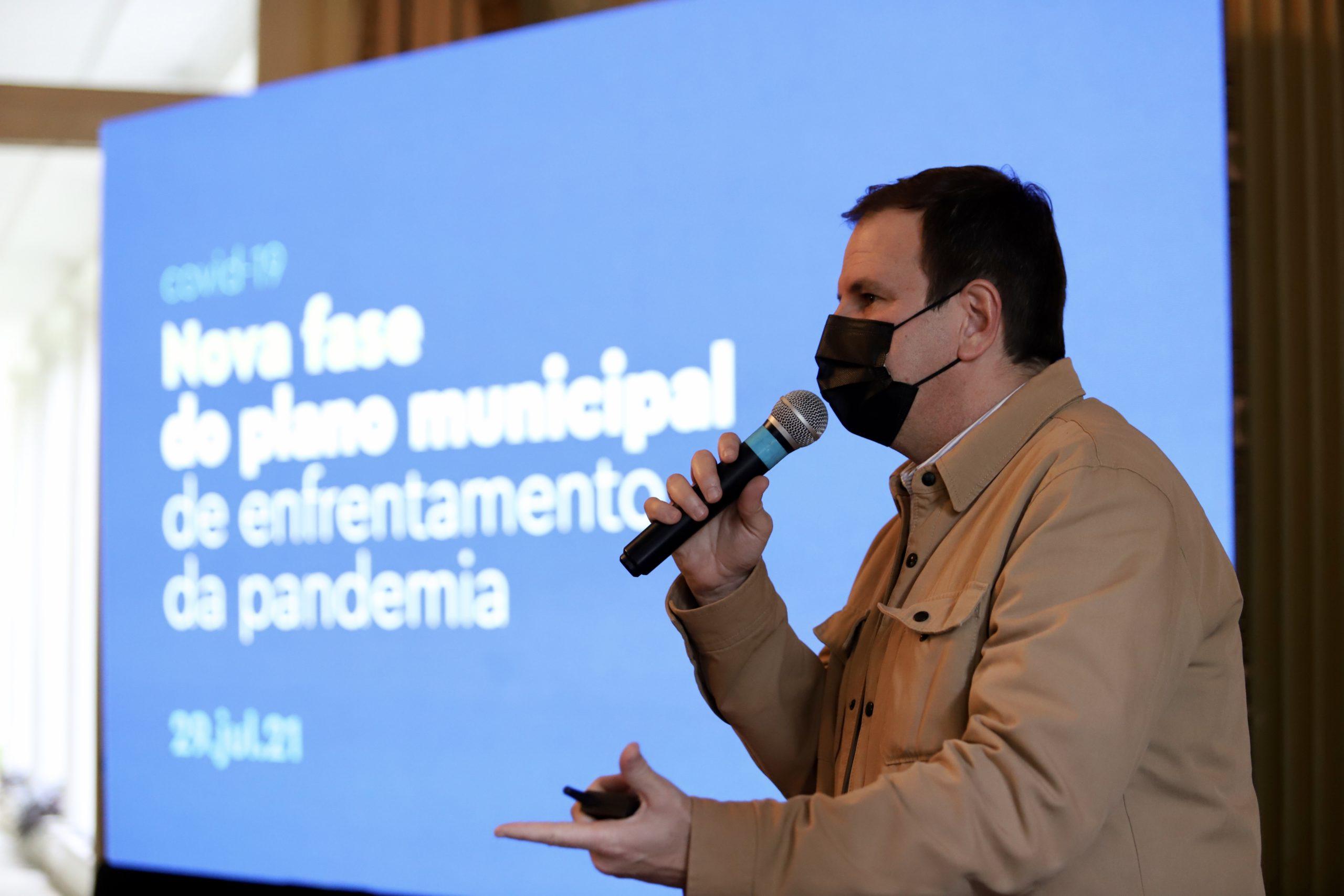 Eduardo Paes durante coletiva de imprensa no Palácio da Cidade