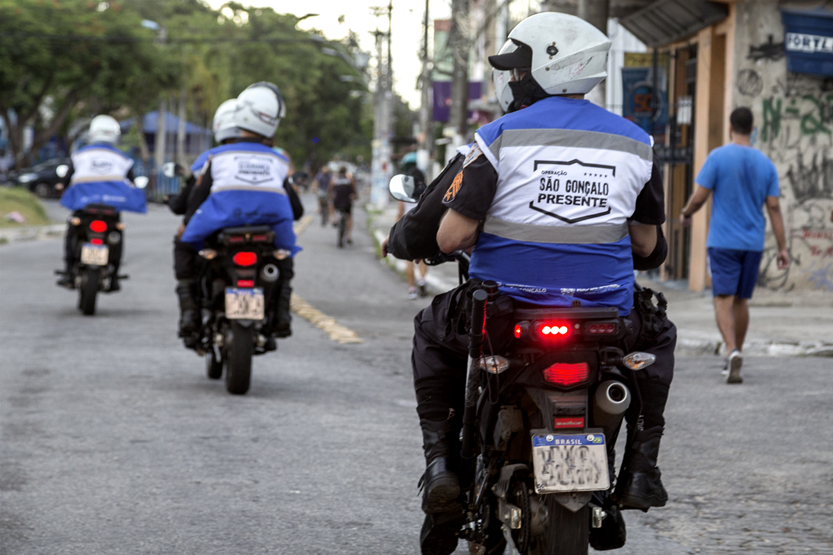 imagem de agentes do Segurança Presente em motos