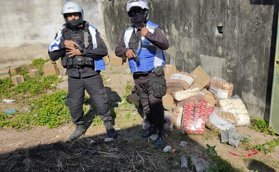 Imagem de dois policiais