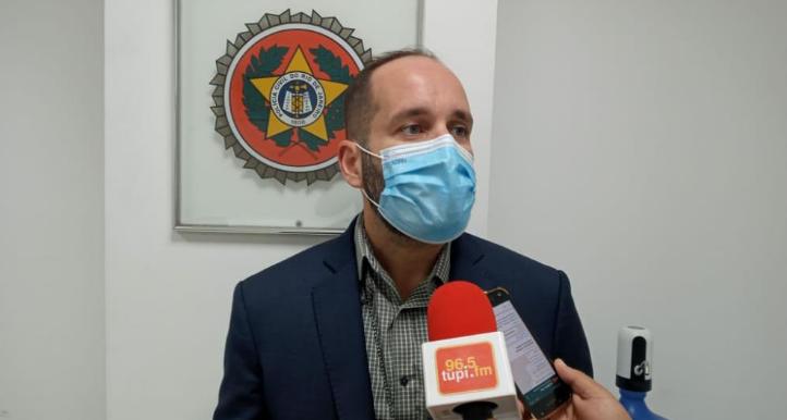 Delegado André Leiras concedendo entrevista à reportagem da Rádio Tupi