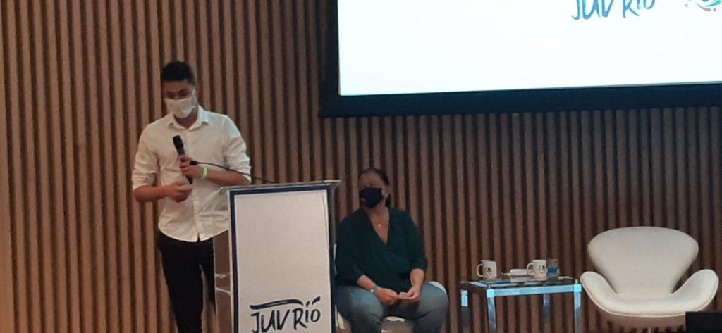 Imagem do secretário Salvino Oliveira e da Secretária Laura Carneiro