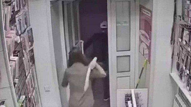 Vendedora de sex shop usou consolo para se defender