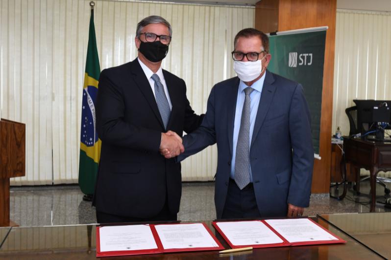 Imagem de  Henrique Carlos de Andrade Figueira e Humberto Martins