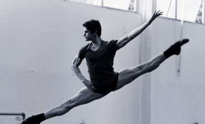 Bailarino brasileiro mais premiado do mundo assina com a Imperatriz Leopoldinense