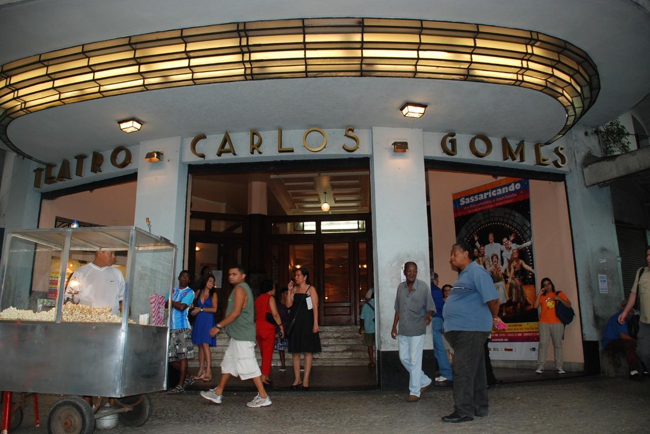Prefeitura Inaugura posto de Vacinação no Teatro Carlos Gomes