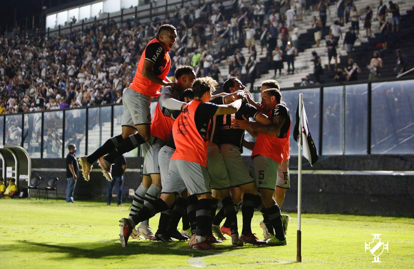 Vasco derrota o Goiás em São Januário