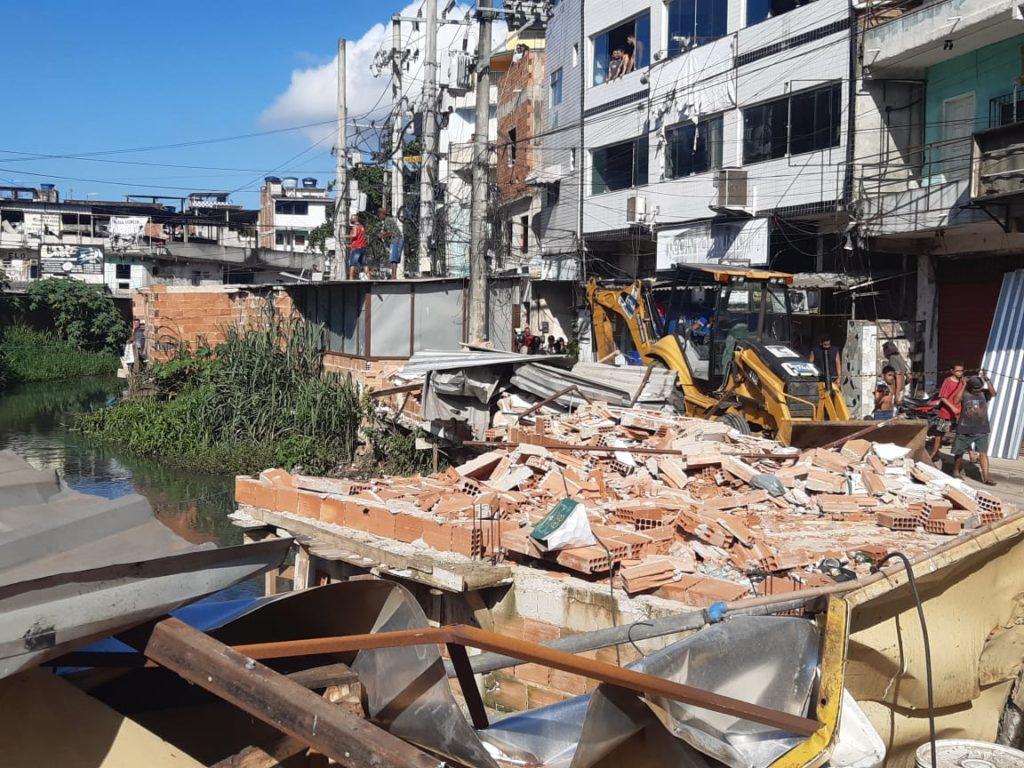 Imagens do desabamento de um prédio em Rio das Pedras