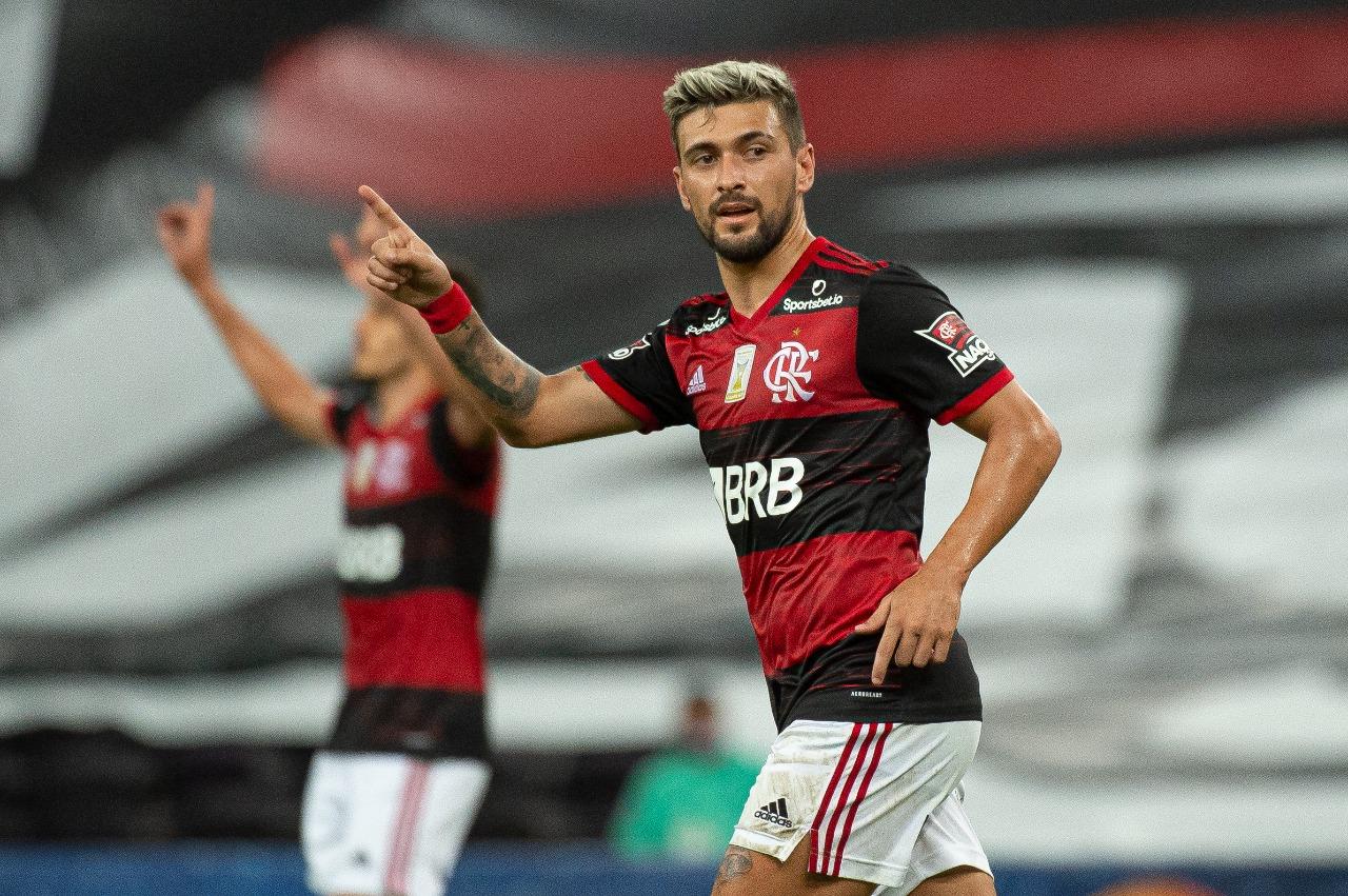 Arrascaeta com a camisa do Flamengo