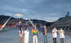 Confira imagens da iluminação especial da Sapucaí e da entrega das chaves da cidade
