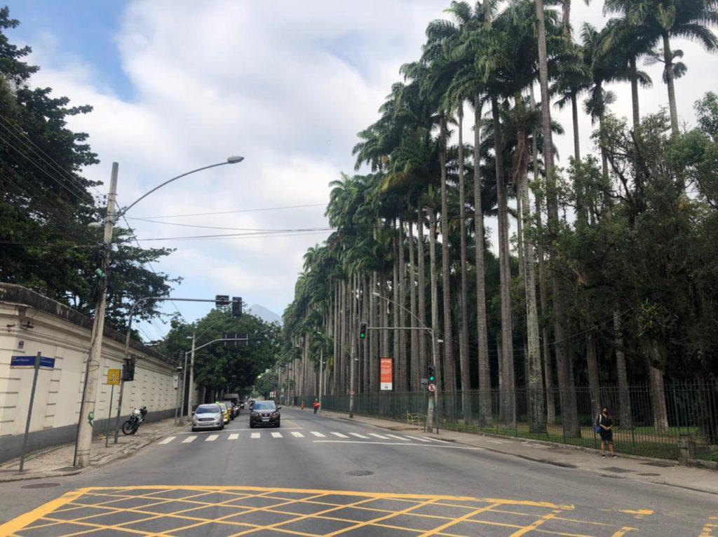 Prefeitura reativa faixa reversível da Rua Jardim Botânico