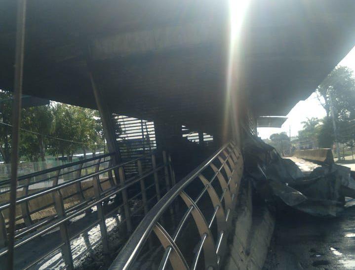 Estação do BRT Cajueiros incendiada
