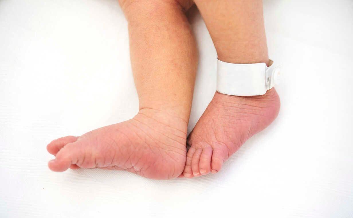 Foto ilustrativa dos pés de um recém-nascido