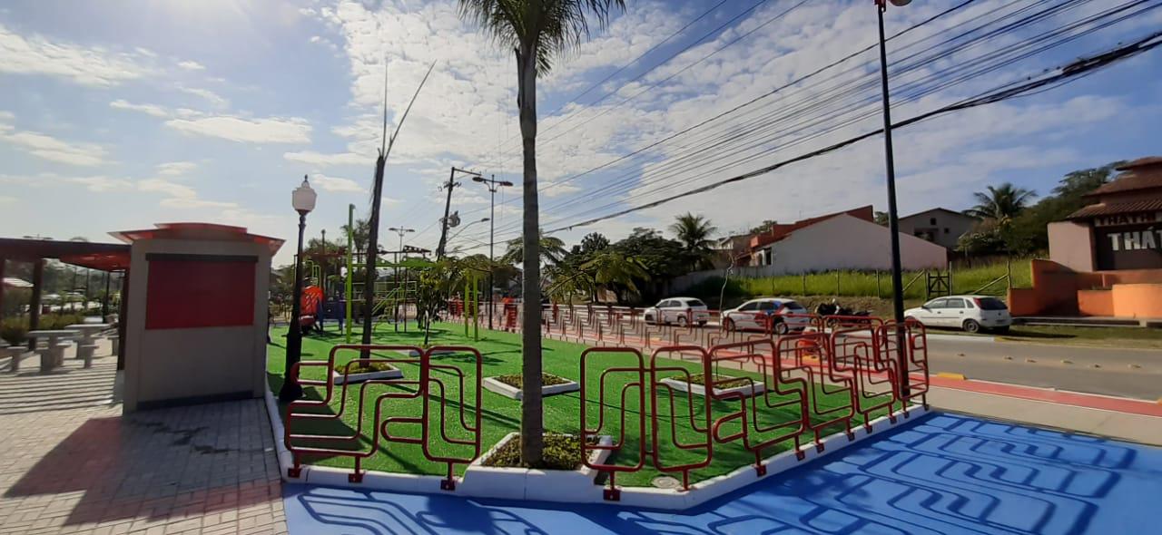 Praça revitalizada no bairro de Itapeba, em Maricá