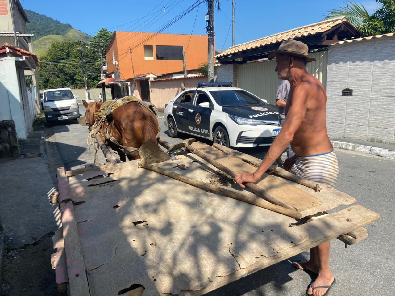 Imagem da ação da Polícia Civil no combate ao crime de maus-tratos aos animais