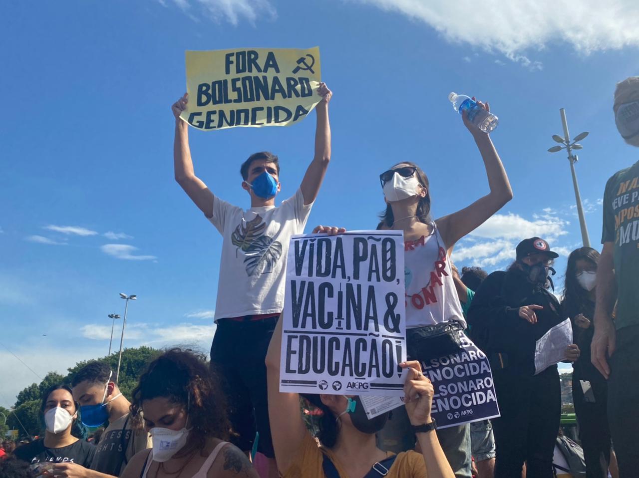 Manifestantes contra o Bolsonaro no Centro do Rio (Foto: Tatiana Campbell/ Divulgação: Super Rádio Tupi)