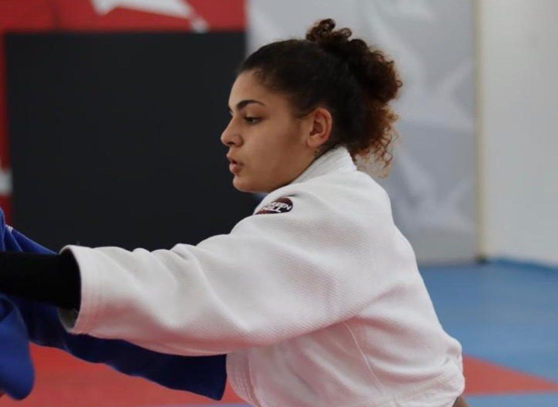 Judoca Eliza Carolina Ramos, de 18 anos, tenta recuperar os documentos roubados dias antes das Olimpíadas de Tókio