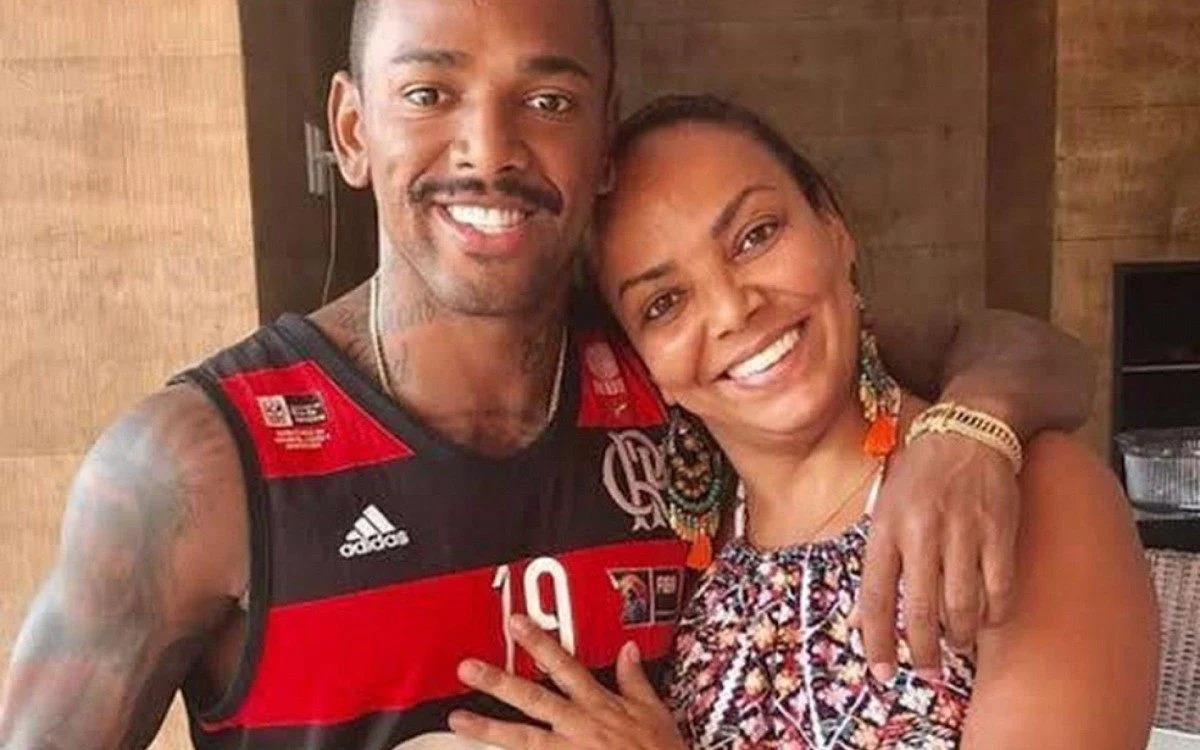 Nego do Borel com a mãe Roseli Viana