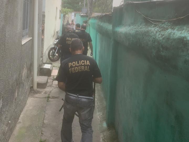 Policiais combatem tráfico internacional de pessoas