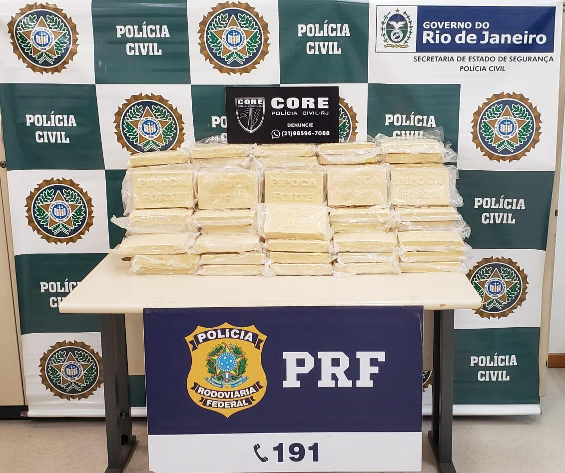 Imagem das drogas que foram apreendidas pelos policiais