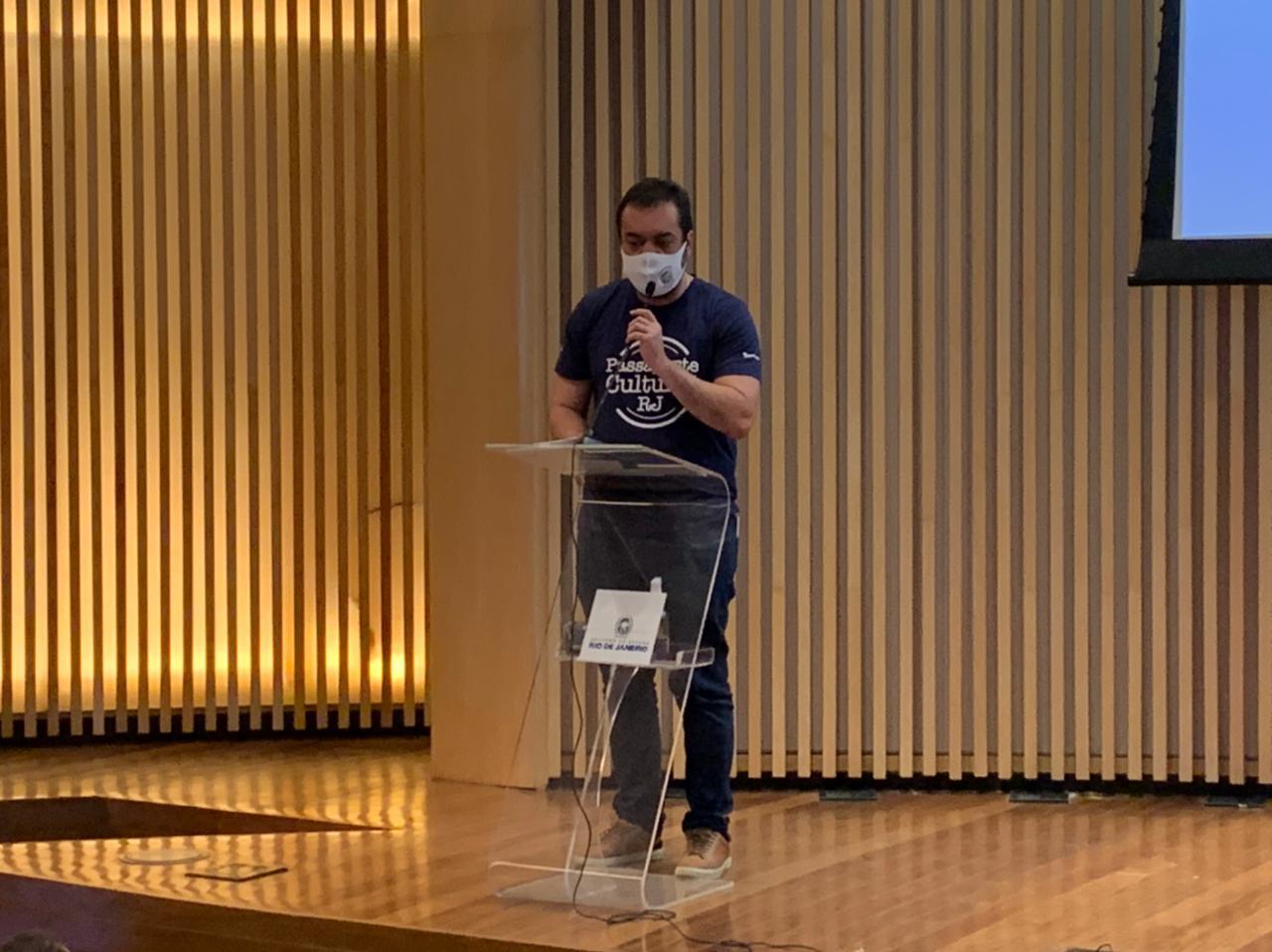 Cláudio Castro durante o lançamento do programa Passaporte Cultural RJ