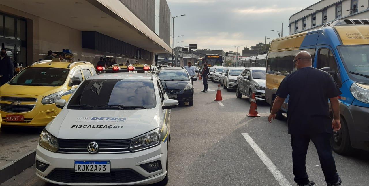 Operação do Detro contra a circulação ilegal de veículos na Rodoviária do Rio