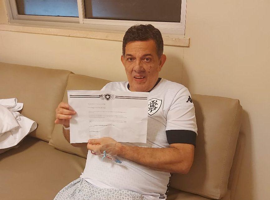 Sérgio Guimarães se recupera da Covid-19 em um hospital do Rio