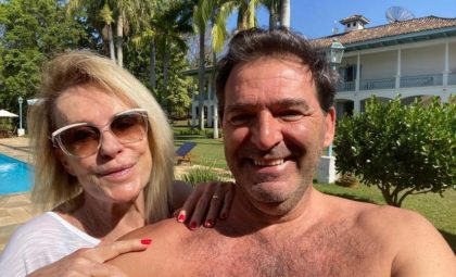 Ana Maria Braga e o quarto marido Johnny Lucet abraçados