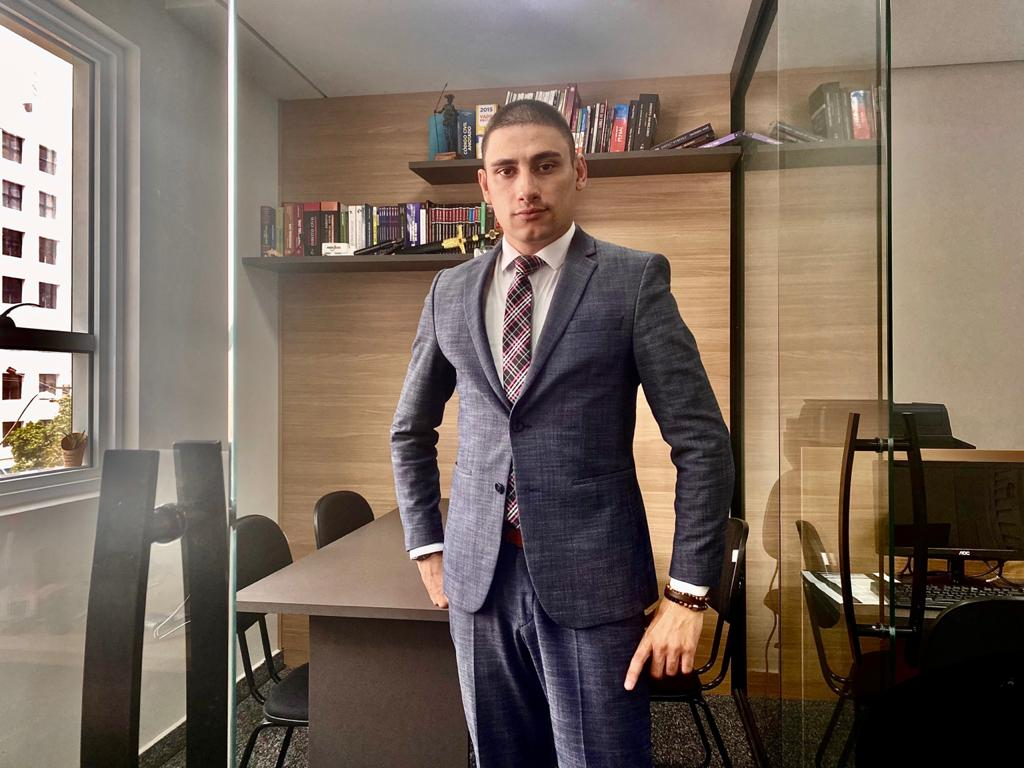 Everson Piovesan, advogado especialista em Direito Civil e do Consumidor (Divulgação)