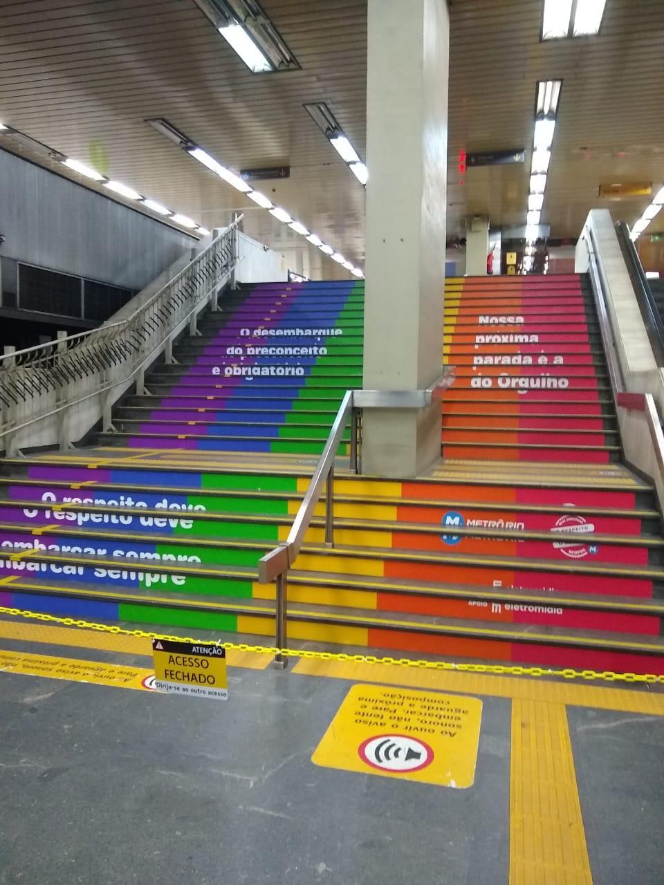'Escada da Diversidade' na estação (Divulgação: MetrôRio)