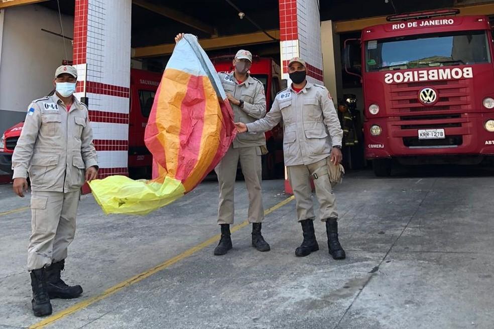 Corpo de Bombeiros RJ alertaparao perigo dos balões em época de estiagem