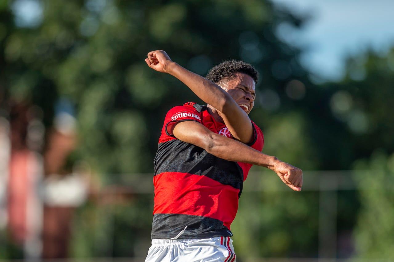 Ryan Luka comemorando gol pelo Flamengo