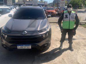 Homem é detido após ser flagrado com veículo furtado