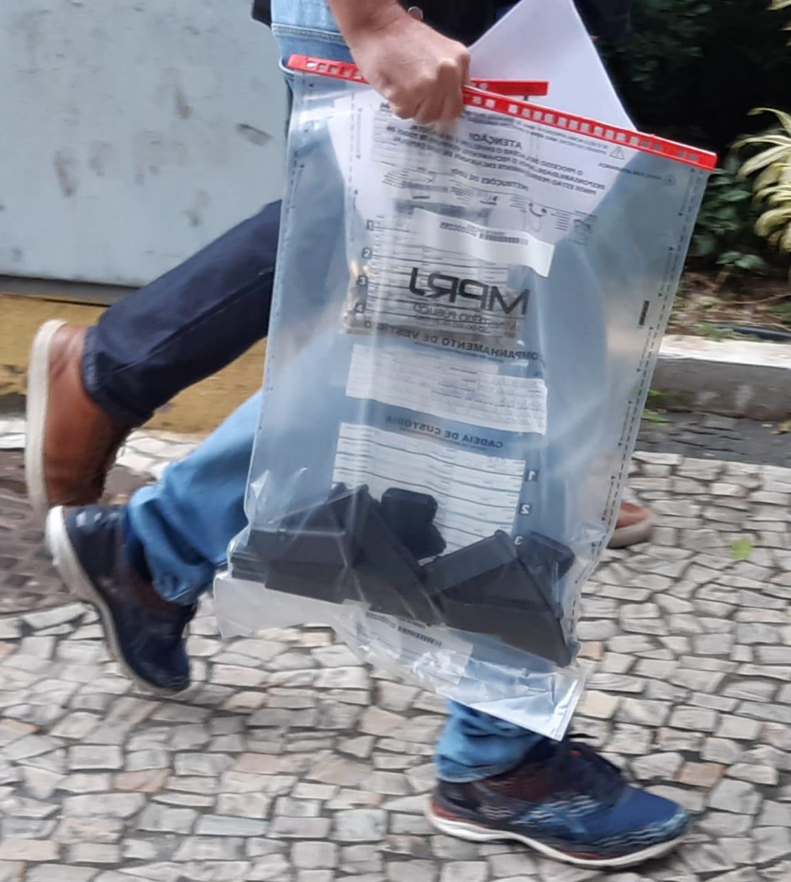 Material apreendido em operação do Ministério Público que prendeu um delegado da Polícia Civil