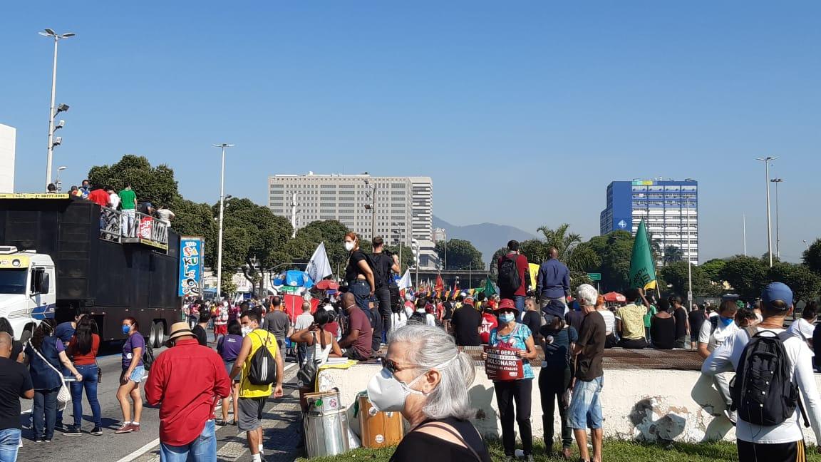 Manifestantes realizam ato contra o governo federal no Centro do Rio (Foto: Marcos Antônio de Jesus/ Divulgação: Super Rádio Tupi)