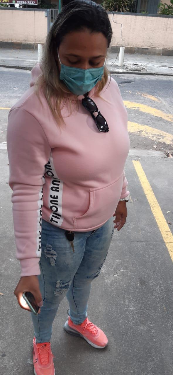 Raquel Romão, irmã da esfaqueada (Foto: Cyro Neves/ Divulgação: Super Rádio Tupi)