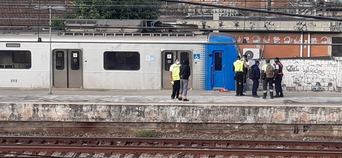homem morre após cair em vão de trem