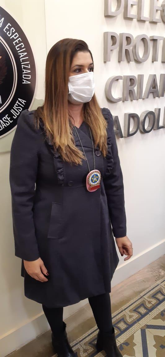 Delegada Carina Bastos, da Delegacia de Proteção à Criança e ao Adolescente de Niterói (Foto: Cyro Neves/ Divulgação: Super Rádio Tupi)