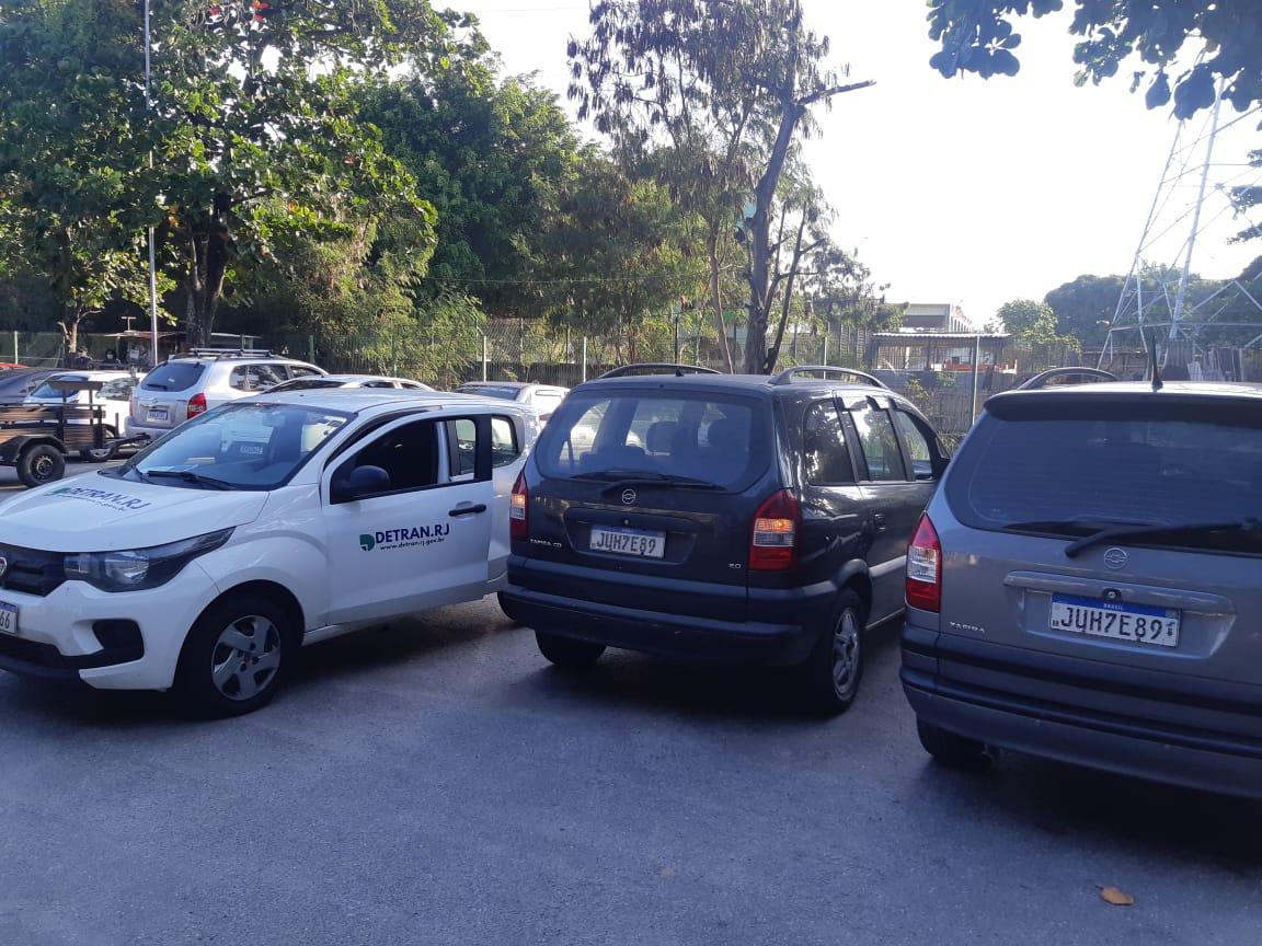 Imagem de veículos estacionados