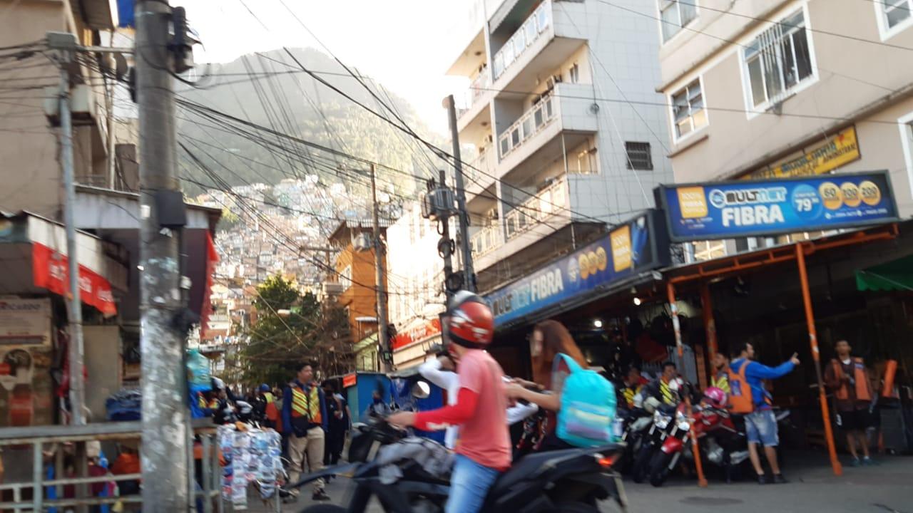 Polícia Federal realiza operação na Rocinha, Zona Sul do Rio (Foto: Cyro Neves/ Divulgação: Super Rádio Tupi)