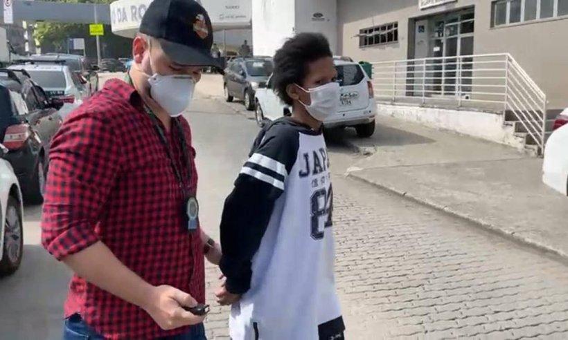 Mãe é presa acusada de maus-tratos a filha de 4 anos na Rocinha (Divulgação)