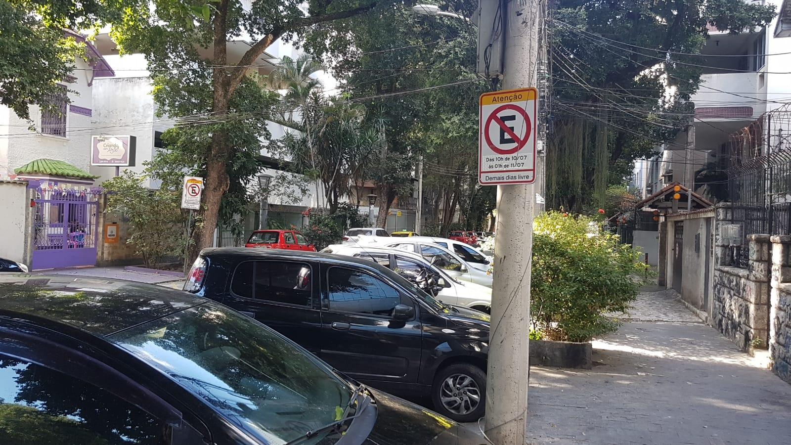 Imagem de carros estacionados